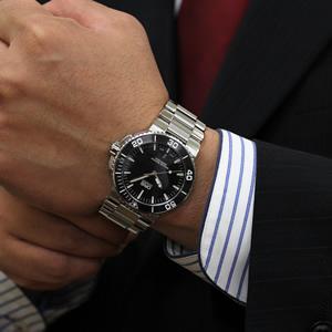 ORIS  腕時計 腕時計 正美堂男性スタッフ着用
