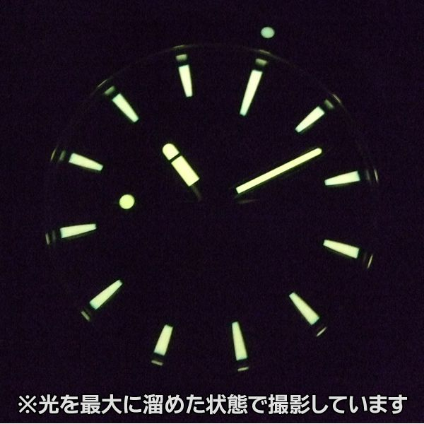 オリス(oris)ダイバーズの蓄光画像