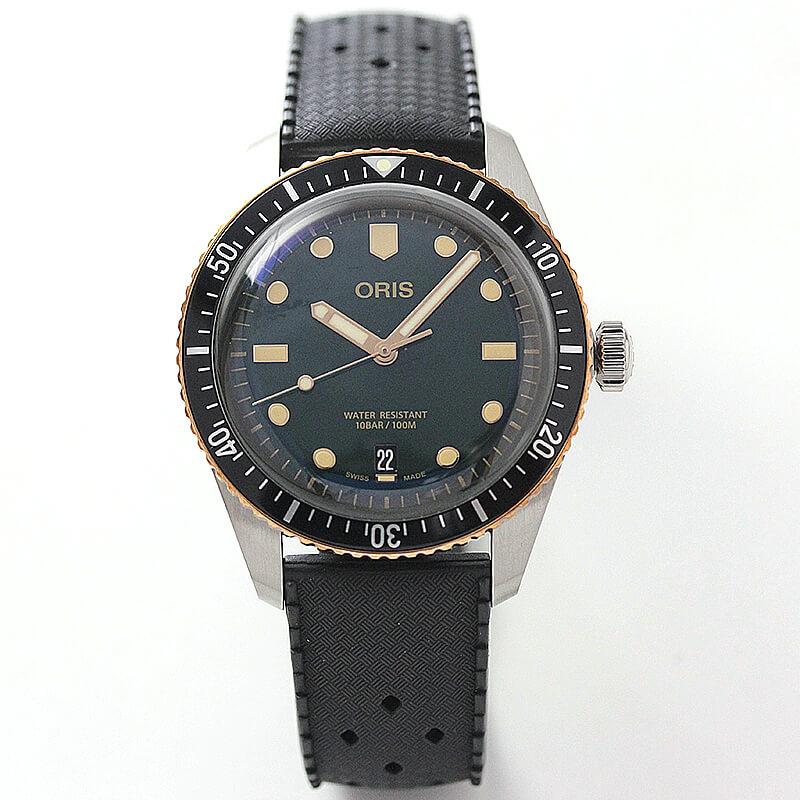 ヴィンテージ感を醸し出す、オリス ダイバー65腕時計。