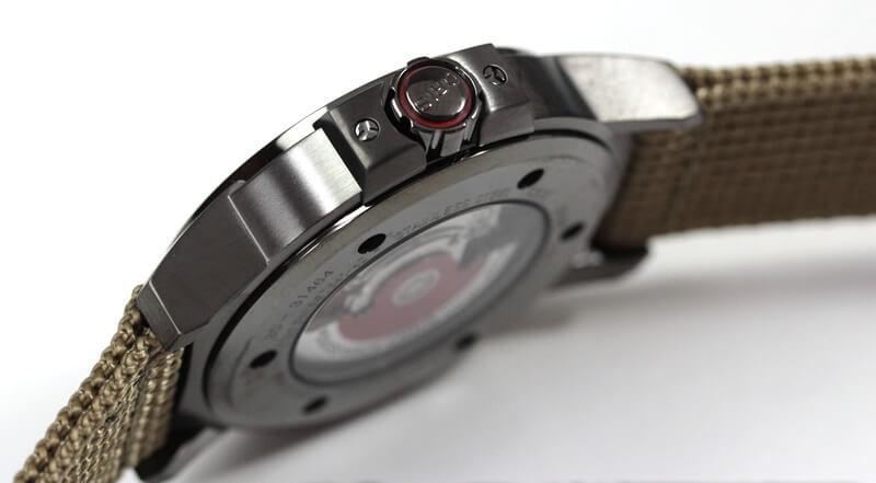 ORIS(オリス)腕時計 BC3 アドバンスド ケース横 裏側