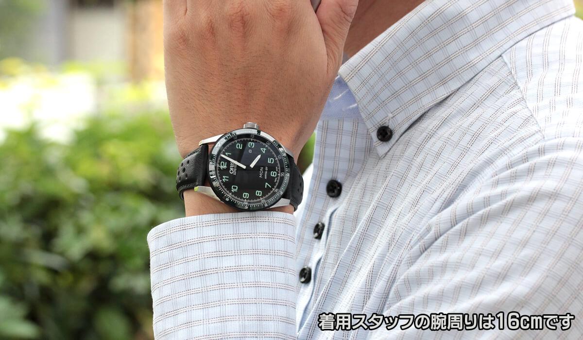 ORIS(オリス) カロブラ デイデイト 世界1000本限定 73577064494d 試着イメージ 男性スタッフの腕周りは16cmです