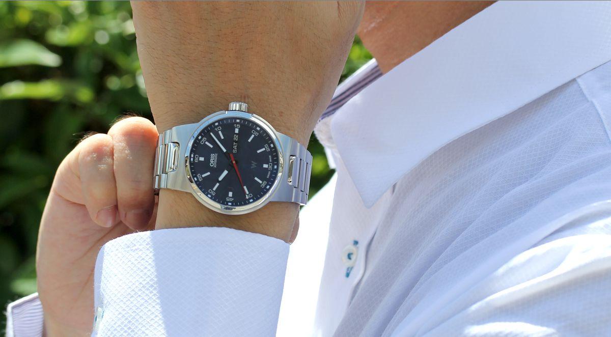 オリス ウィリアムズ デイデイト Ref. 73577164155m 腕時計を着用したイメージ