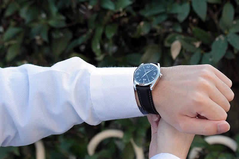 クォーツ腕時計 シンプル