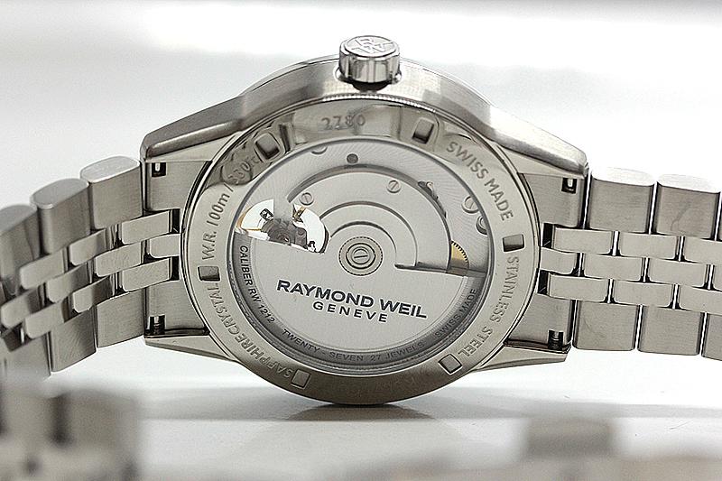 レイモンドウェイル腕時計 初の自社製ムーブメント搭載モデル