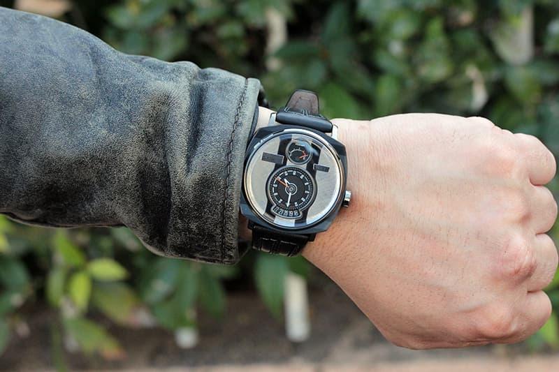 ジーンズや革ジャンやフライトジャケットに合わせたくなる腕時計