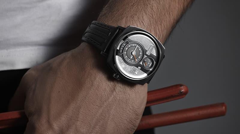 腕元からカッコいいレックの腕時計