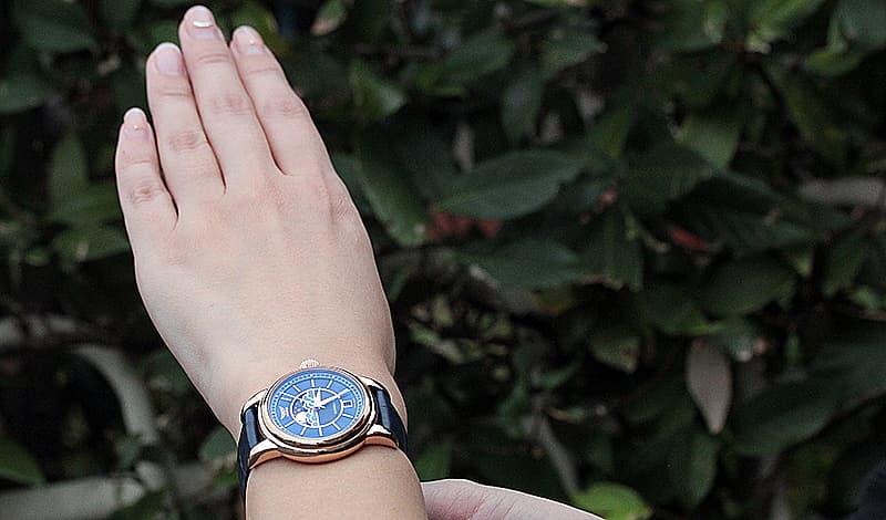 エレガントな女性用腕時計