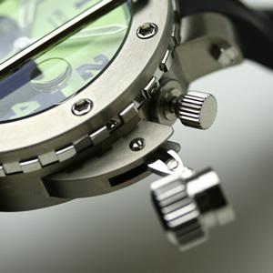 buran 腕時計 チタン製ケース