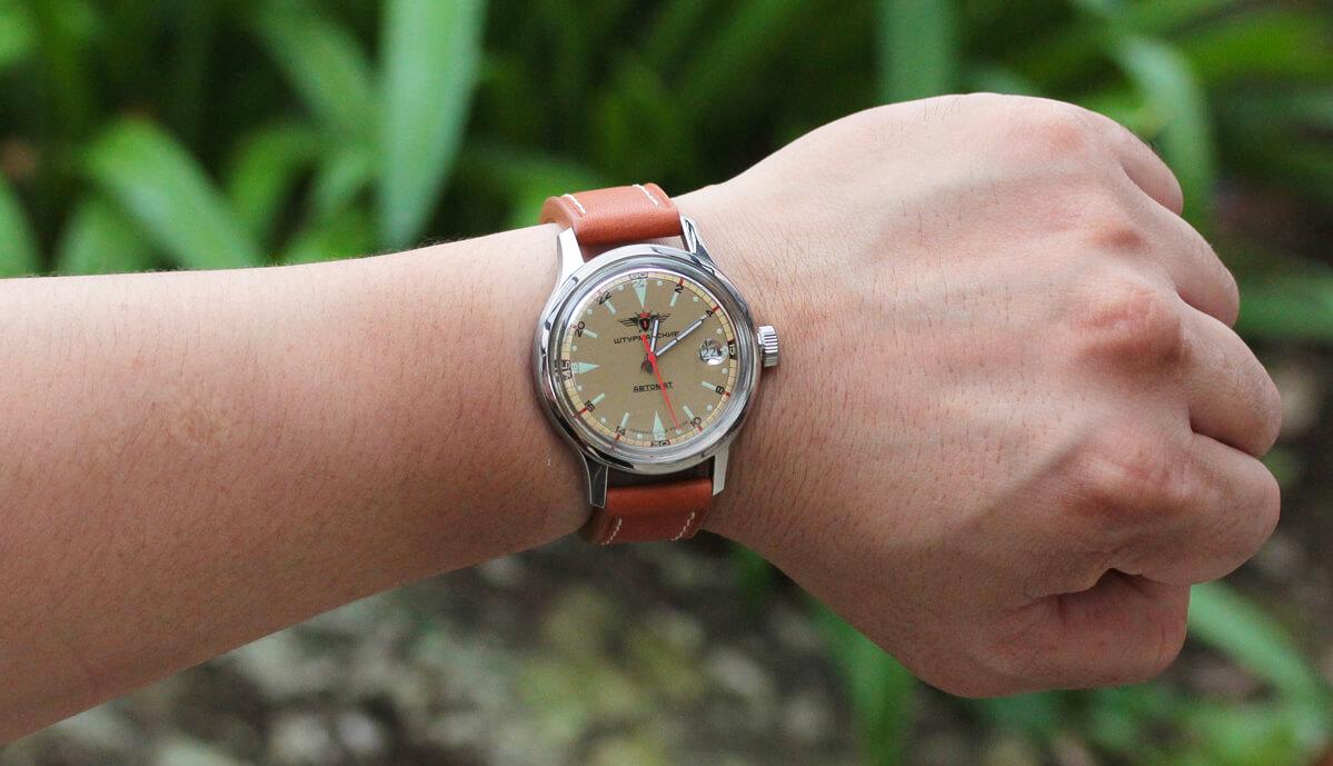 2431-1767936 シュトルマンスキー 試着イメージ モデルの腕周りは16cmです