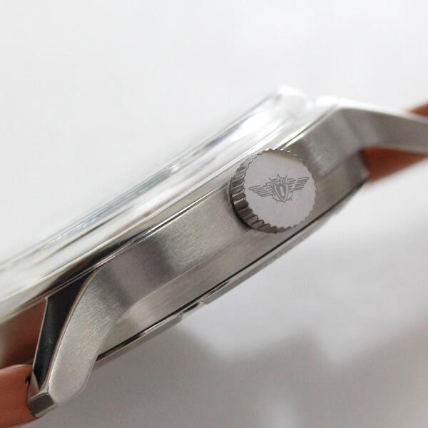 2431-1767936 腕時計 リューズとクロノグラフのボタン