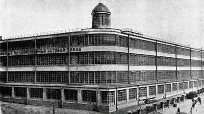 時計ブランド、シュトゥルマンスキーとは、1930年ソビエト連邦時代のモスクワ第一時計工場が前身のブランドです。