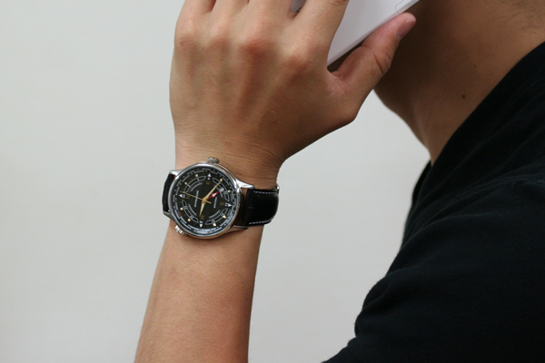 シュトルマンスキーの腕時計GMTクォーツウォッチ 正美堂男性スタッフ