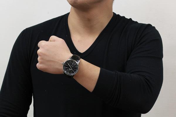 ボストーク 腕時計 正美堂男性スタッフ着用