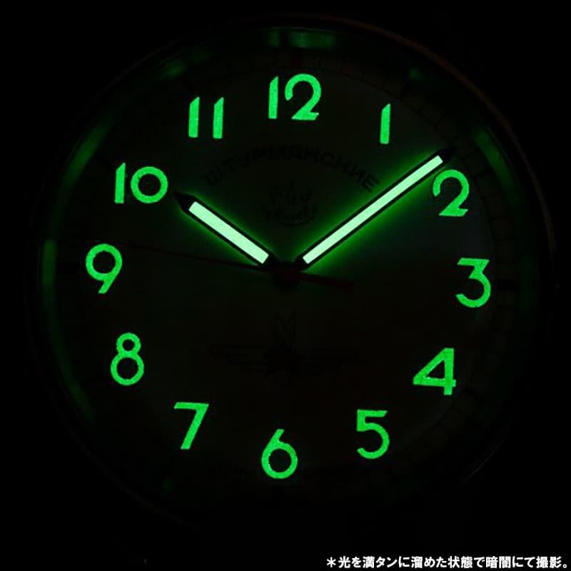 時刻がわかりやすい、オール数字文字盤。スーパールミノバ蓄光で暗い場所での時刻も確認できます。