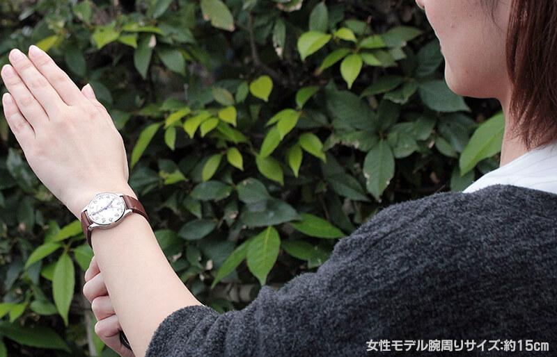 手巻き式時計が好きな女性の方にお勧めです。