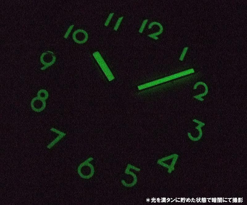 暗闇でも時刻確認をしやすい、針・インデックスは蓄光となっております。
