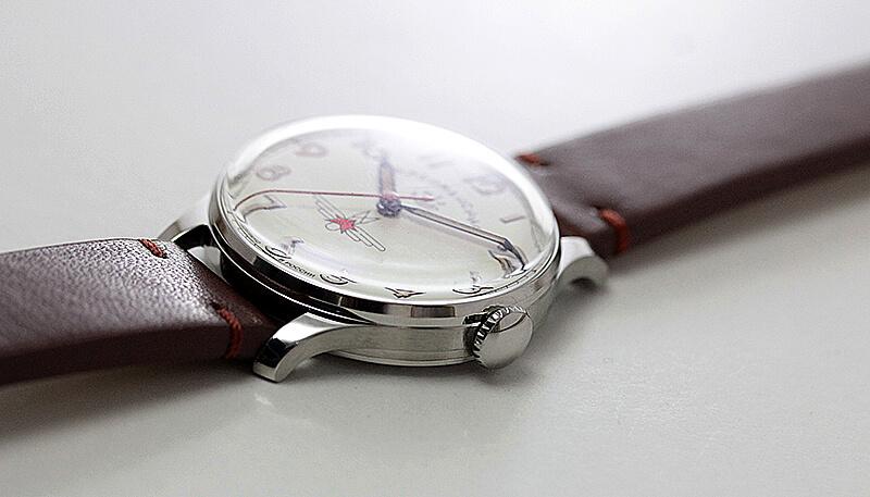 クリームカラー 文字盤 腕時計