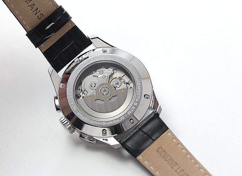 裏蓋スケルトン腕時計