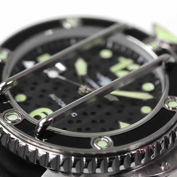 2本の格子 時計