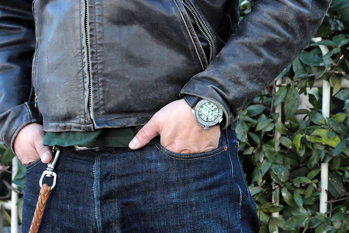 ジーンズにも似合う腕時計