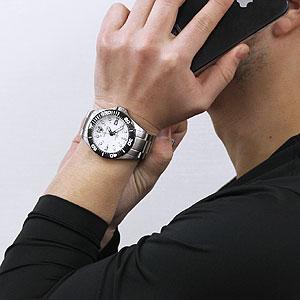 SWISSEAGLE スイスイーグル ダイバーズウォッチ 男性着用イメージ