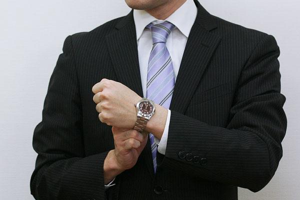 SWISS MILITARY エレガントプレミアム 男性着用イメージ