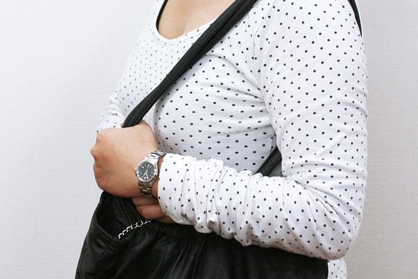 SWISS MILITARY エレガントプレミアム 女性着用イメージ