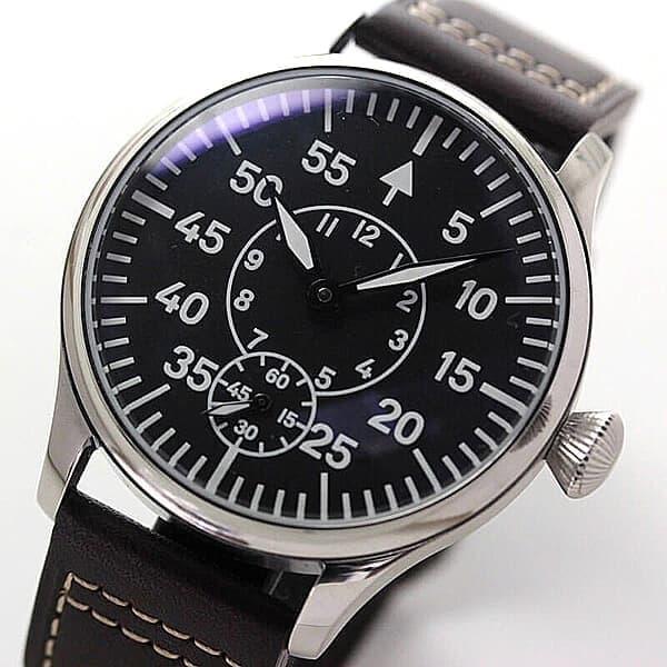 スイスETA社製手巻き式ムーブメント6498-1をベースにした時計