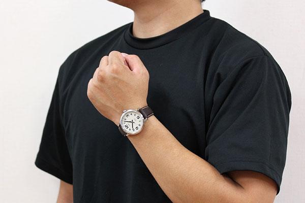 TIMEX タイメックス 腕時計 スタイリッシュ ビッグイージーリーダー 男性着用イメージ