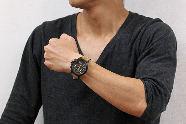 TIMEX タイメックス 腕時計 クロノグラフ レーシングフライバック 男性着用イメージ