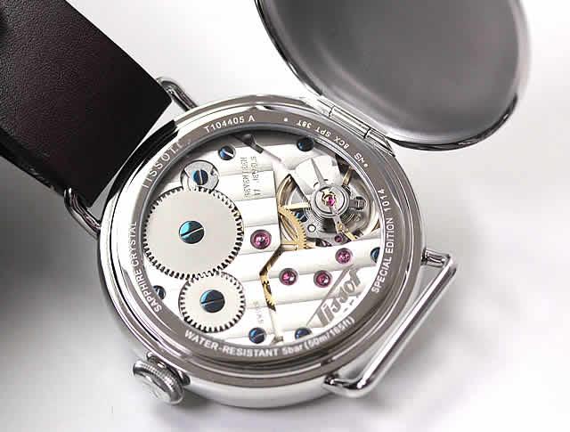 ムーブメントは懐中時計によく使われる6498-1