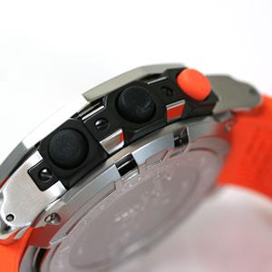 水中での操作性を考えられたラバー式のプッシュボタン