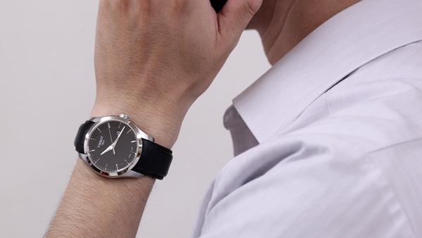 T035.410.16.051.00 ティソ TISSOT クチュリエ 腕時計 正美堂男性スタッフ着用画像