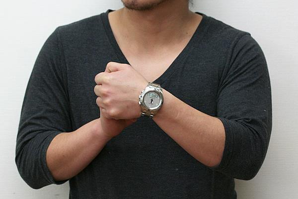TISSOT ティソ ティータッチ2 メタルバンド 腕時計 正美堂男性スタッフ着用