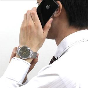 ティソ腕時計 T063.617.11.067.00 スマートフォンを片手にしたイメージ