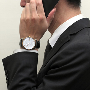 正美堂男性スタッフ着用 T087.407.56.037.00 ティソ腕時計