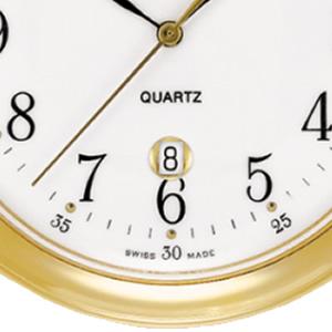 6時方向には日付を表示するデイトカレンダー