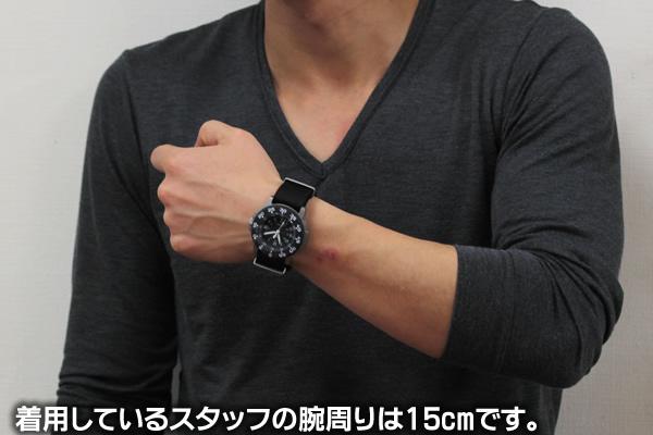 トレーサー腕時計 正美堂 男性スタッフ着用全体画像