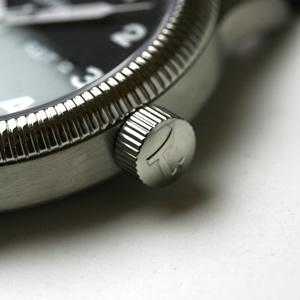 チュチマの腕時計防水性の高いねじ込み式リューズ