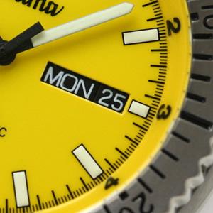チュチマ腕時計 デイデイトカレンダー