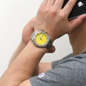 腕時計 正美堂男性スタッフ着用