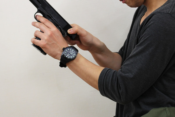USAGENCY腕時計 正美堂 男性スタッフ着用全体画像3