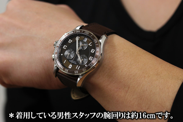 VICTORINOX ビクトリノックス 241498 腕時計 正美堂 男性スタッフ着用画像