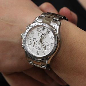 VICTORINOX ビクトリノックス 腕時計 正美堂 男性スタッフ着用画像