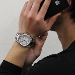 VICTORINOX ビクトリノックス 241447 腕時計 正美堂 男性スタッフ着用画像