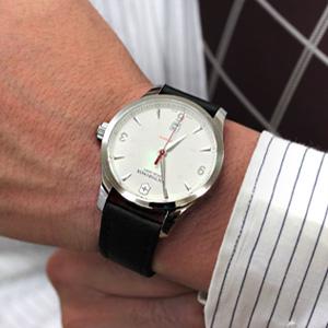 ビクトリノックス241666着用モデル腕周り16cm