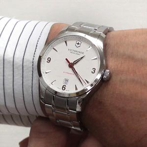 ビクトリノックス241667着用モデル腕周り16cm
