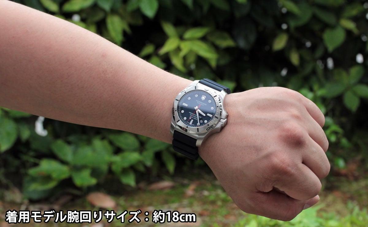 着用モデル腕回りサイズ:約18cm 241734