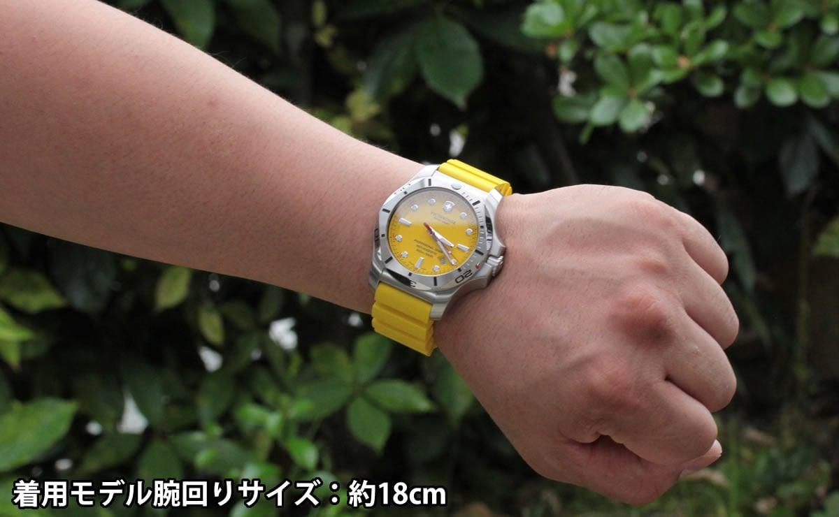 着用モデル腕回りサイズ:約18cm 241735