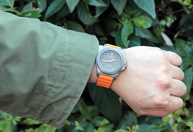 ビクトリノックス時計 オレンジ